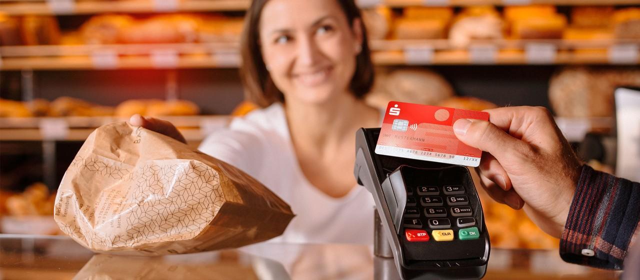 Mit Karte beim Bäcker bezahlen